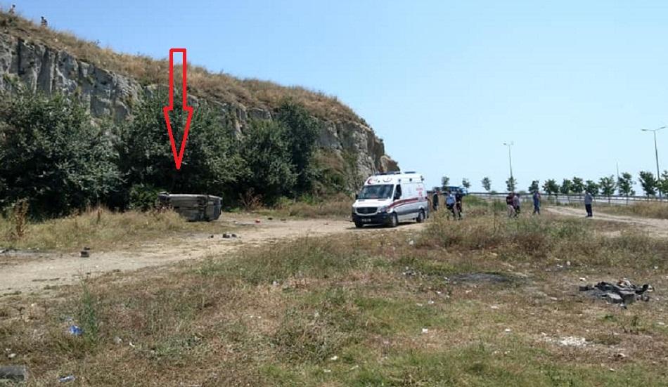 Gürpınar sahilinde araba şarampole yuvarlandı