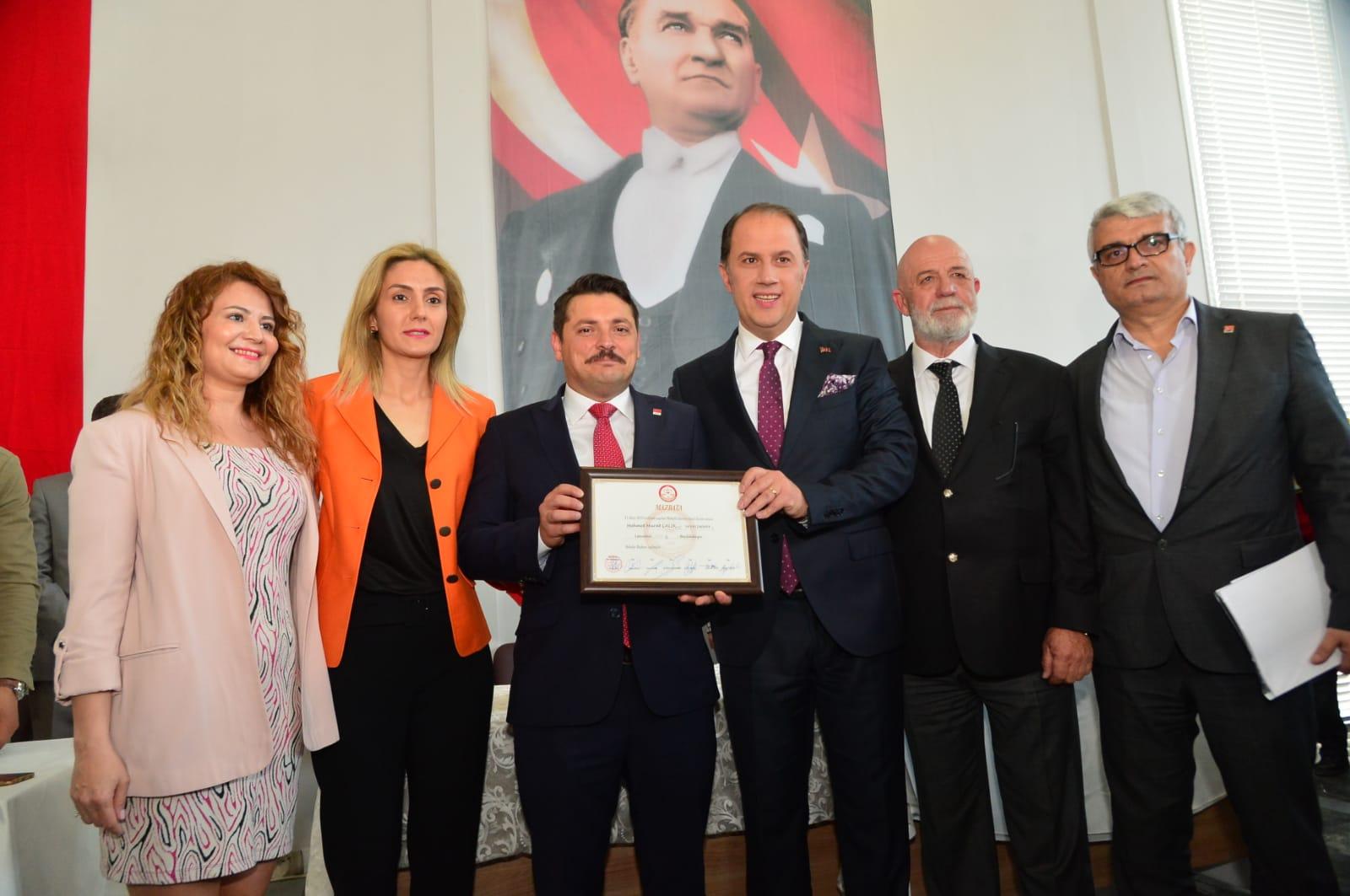 Mehmet Murat Çalık mazbatasını aldı