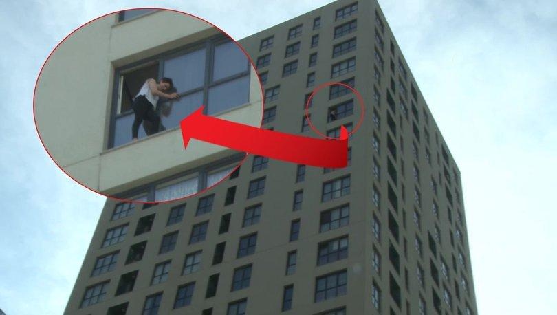 Sevgilisine kızıp 18. katta pencereye çıktı