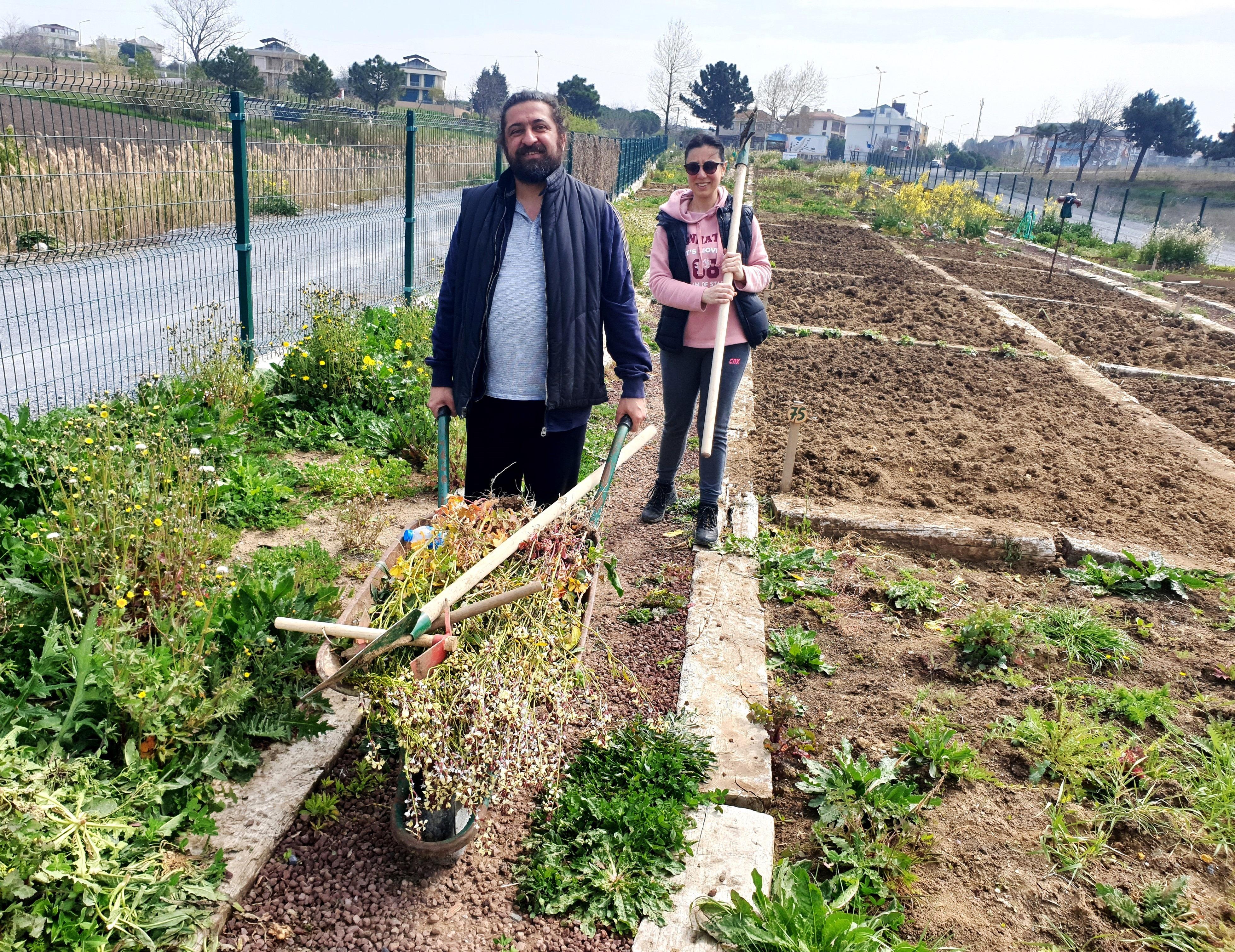Hobi bahçelerinin yeni gönüllüleri çalışmaya başladı