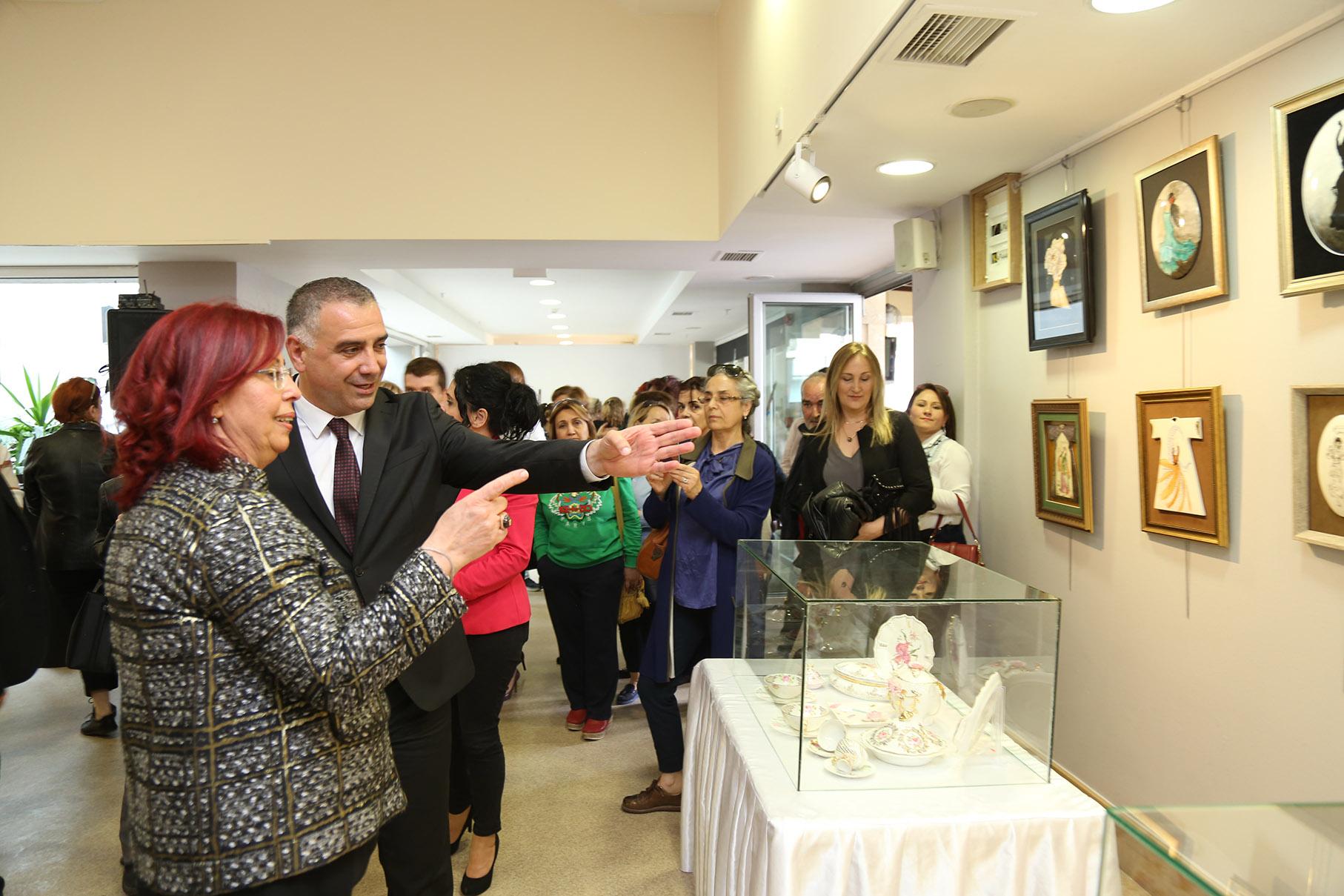 Porselen ve resim sanatının muhteşem buluşması Büyükçekmece'de gerçekleşti