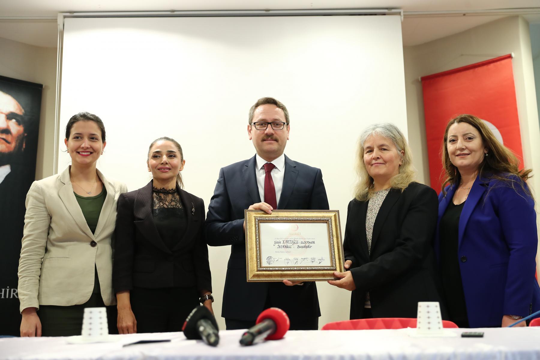 Başkan Yasin Kartoğlu mazbatasını aldı