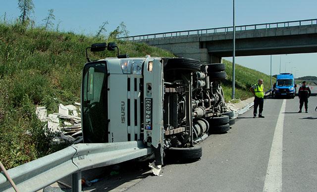 Kuzey Marmara Otoyolu'nda kamyonlar çarpıştı