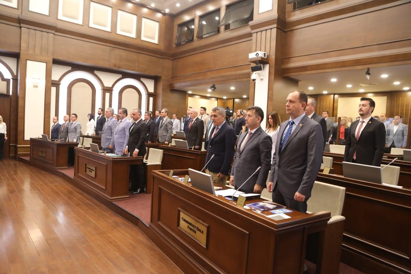 Büyükçekmece Belediye Meclisi'nden şehitlerimize saygı