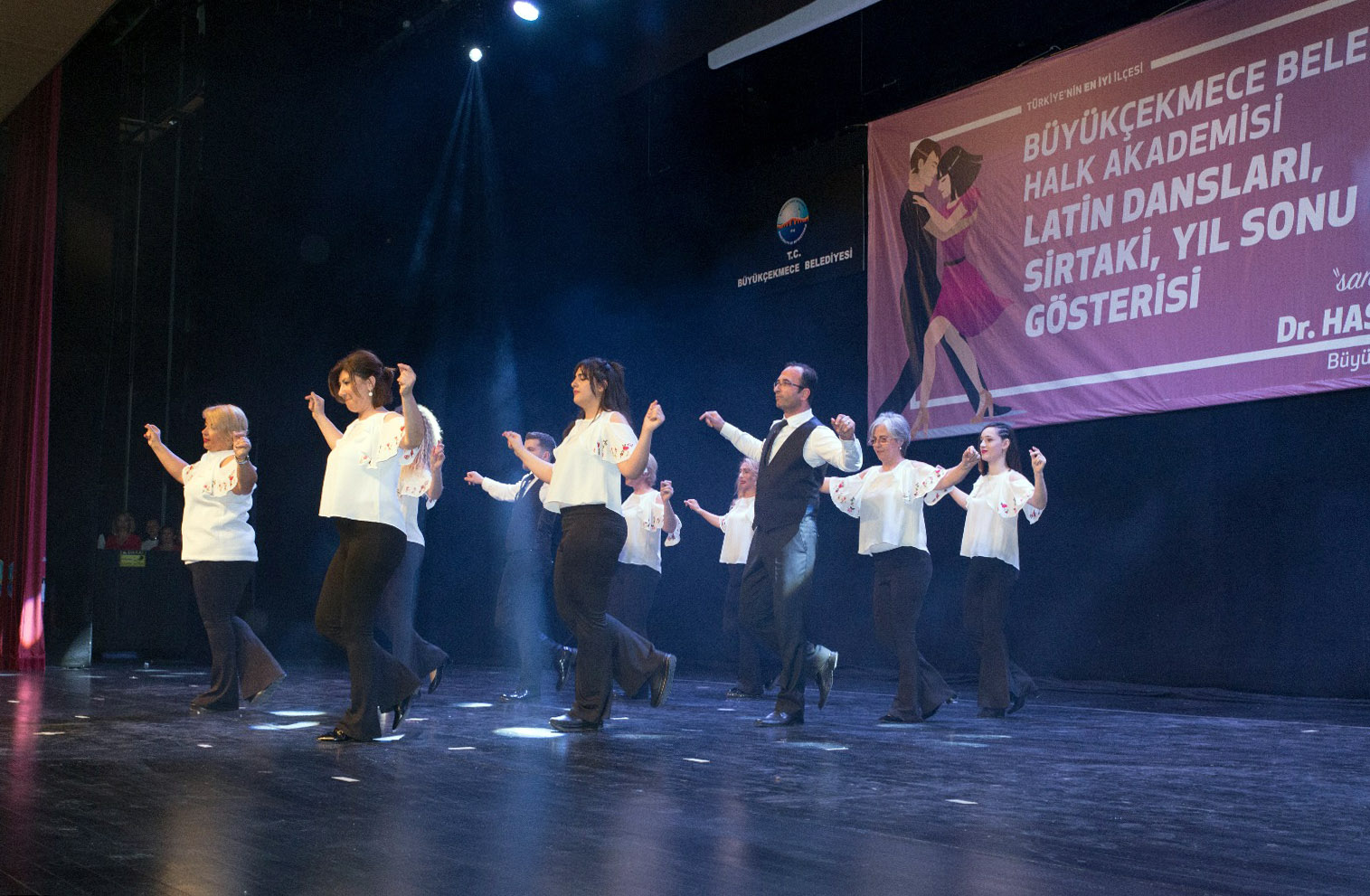 Halk Akademisi Latin dansları ve Sirtaki gösterileri büyüledi