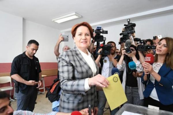 İYİ Parti Genel Başkanı Meral Akşener oyunu kullandı