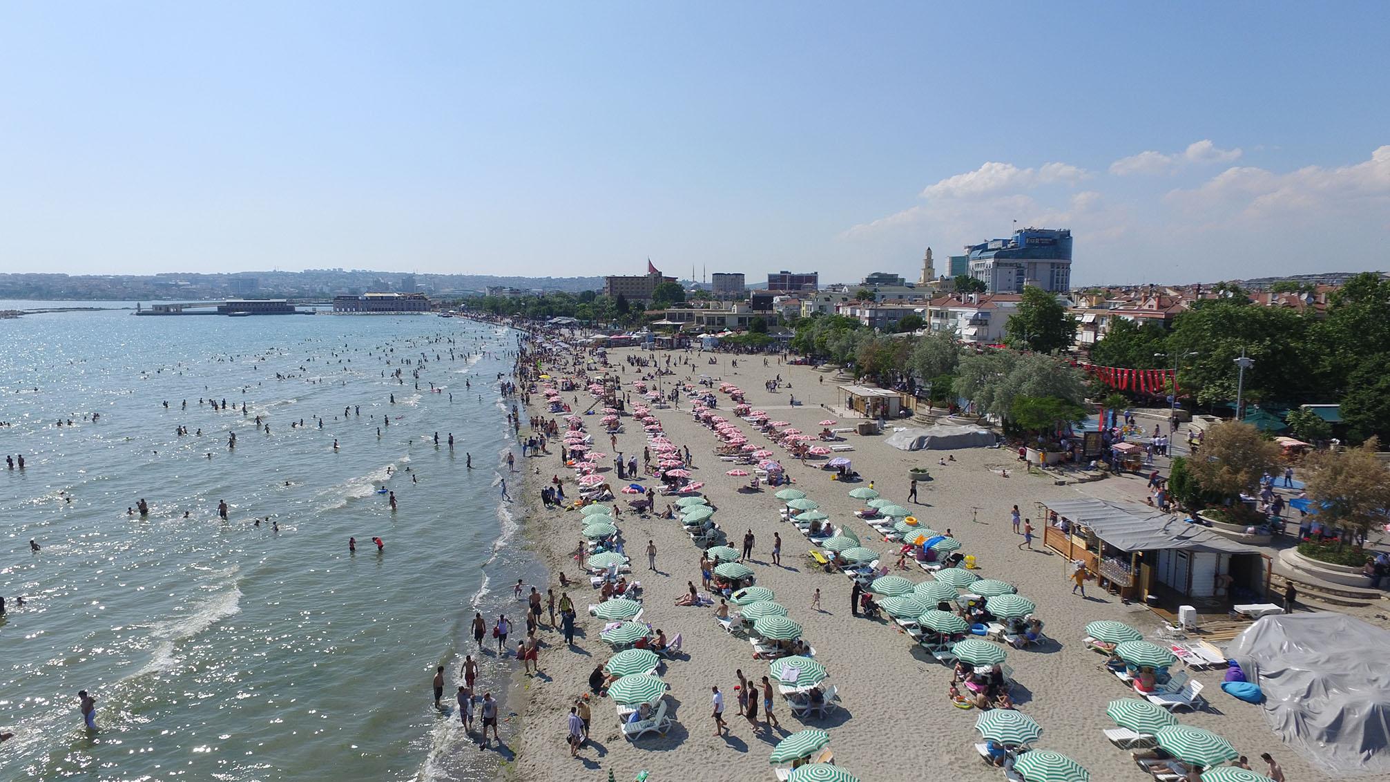 İstanbul, Ramazan Bayramı'nda Büyükçekmece sahillerine akın etti