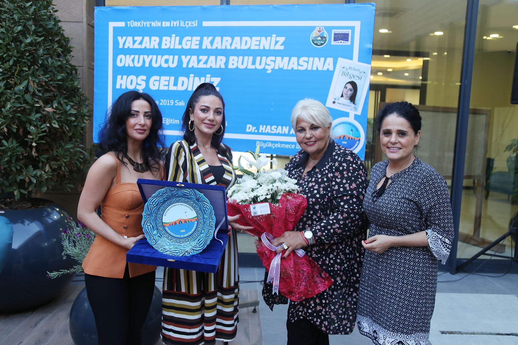 Yazar Bilge Karadeniz Büyükçekmeceli okurları ile buluştu