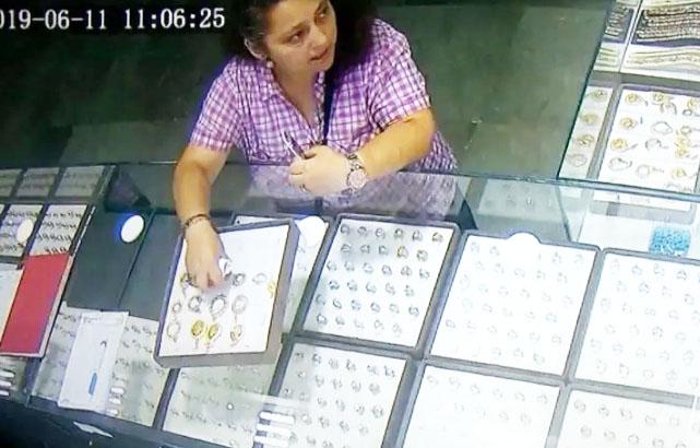 Esenyurt'ta kuyumcudaki hırsız kamerada