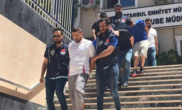 """Esenyurt'ta turisti """"polisiz"""" diyerek gasp eden şüpheliler yakalandı"""