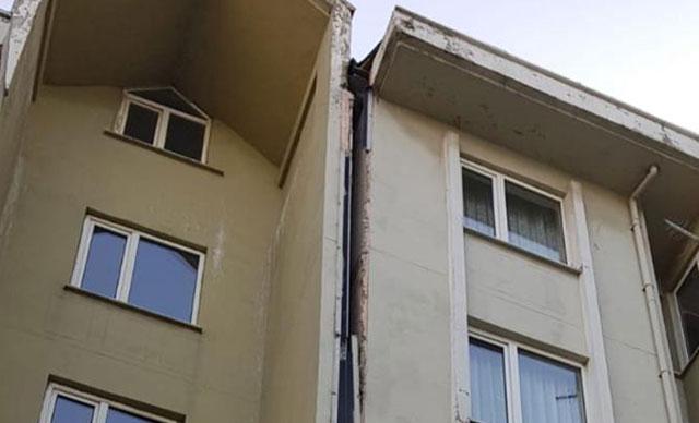 Esenyurt'ta bir binada çatlaklar oluştu