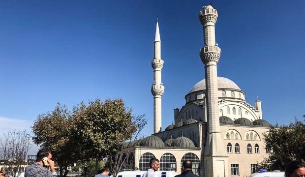 Avcılar'da minarenin yıkılan parçası kaldırıldı