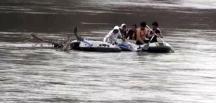 Yunan askerinin geçişlerine izin vermediği düzensiz göçmenler nehir ortasında kaldı