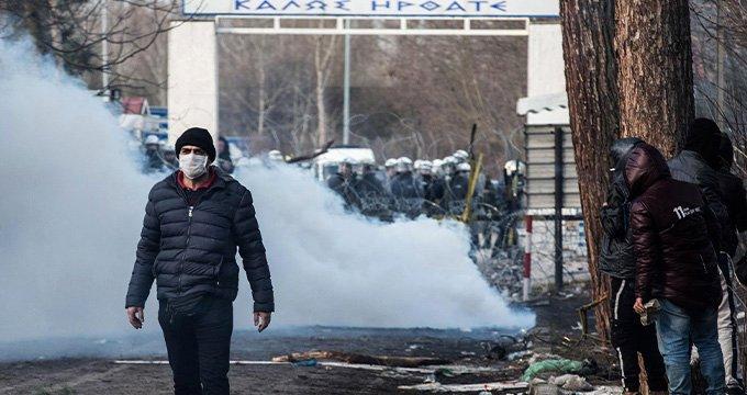 Yunan Askerlerinden Göçmenlere Gaz Bombası!