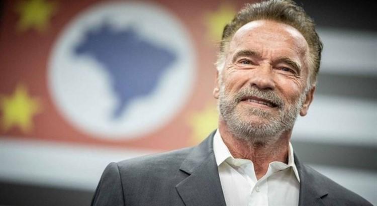 Schwarzenegger'den koronavirüsle mücadeleye 1 milyon dolar bağışladı!