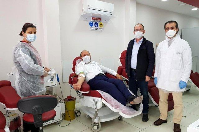 Ak Parti Çorum Milletvekili  Erol Kavuncu'dan kan bağışı