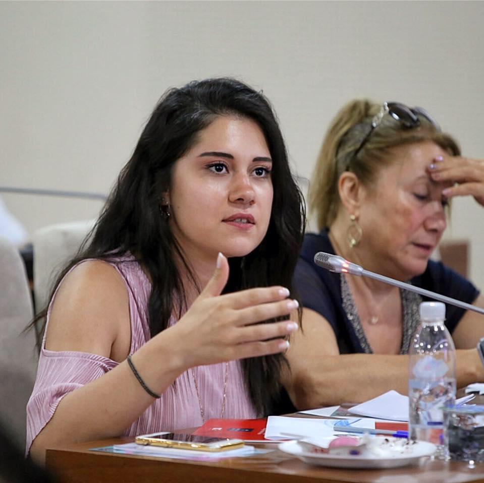 Karabağlar Belediyesi'nin en genç meclis üyesi Dila Koyurga'dan Prof. Dr. Türkan Saylan Mesajı