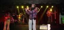 Retrobüs hafızalardan silinmeyecek bir konser performansına imza attı