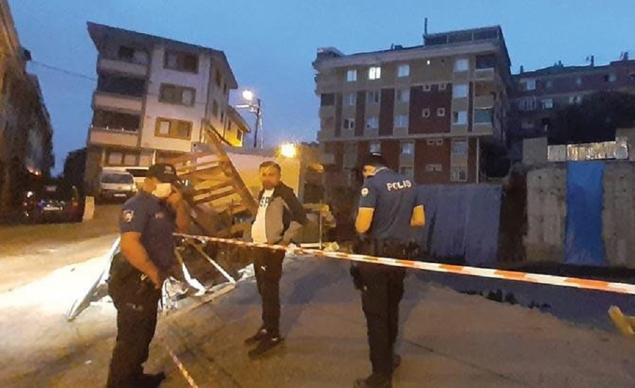 Gaziosmanpaşa'da toprak kayması nedeniyle bir bina tahliye edildi