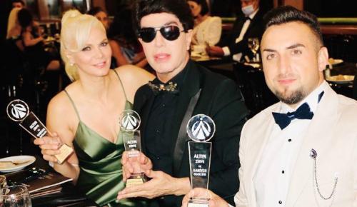 Ünlülerin Moda Kumaşçı Cafer Andıç'a bir ödül de Altın Zirve Ödüllerinden geldi.