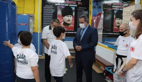 Karabağlar Kaymakamı'ndan Otizmli Çocuklara Ziyaret