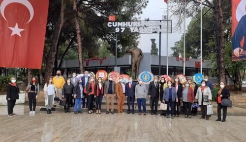 """CHP İzmir Tire İlçe Teşkilatının neferleri: """"Cumhuriyetimizin 97. yılında, ATA'mızın izinde ve CHP'nin gölgesindeyiz!"""