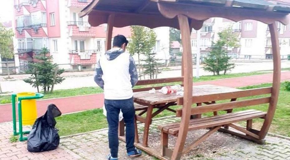 Bolu'da çöplerini parkta bırakan gence ibretlik ceza
