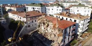 Büyükçekmece'de deprem riski taşıyan 13 hasarlı bina yıkıldı