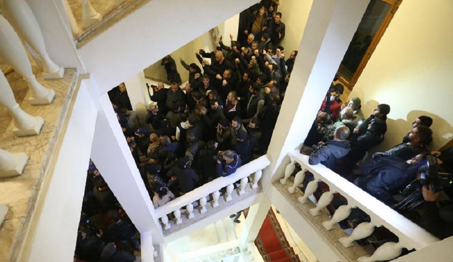 Ermenistan'da Hükümet Binası Basıldı -VİDEO HABER-