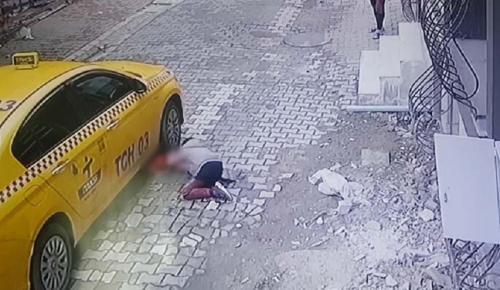 Esenyurt'ta feci kaza; 4 yaşındaki çocuk taksinin altında kaldı