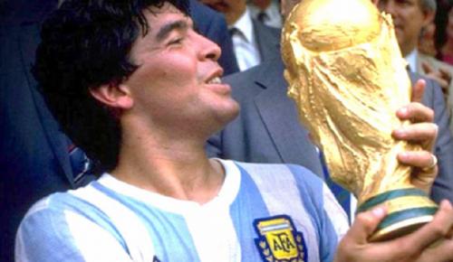 Diego Armando Maradona hayatını kaybetti!