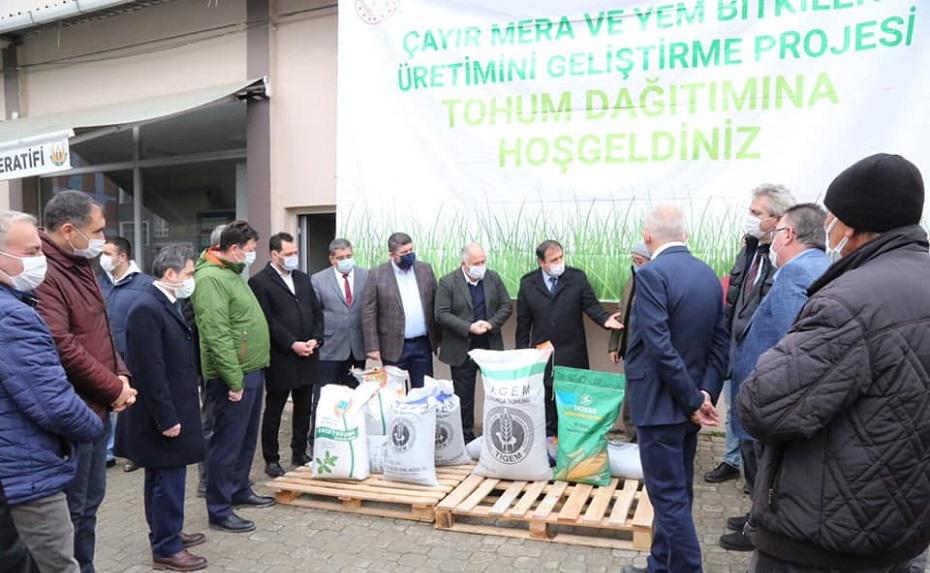 Çiftçilere tohumları dağıtıldı