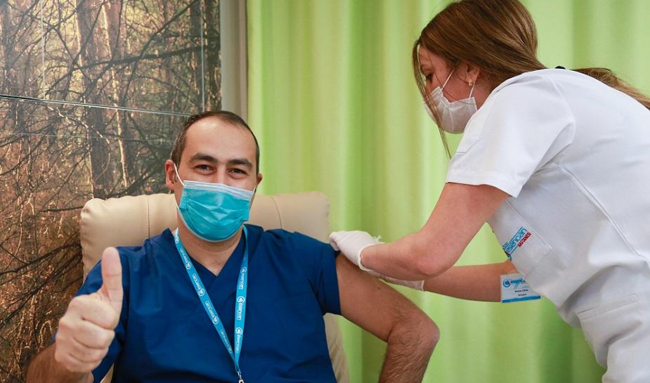 Esencan'da sağlık çalışanları aşı olmaya başladı
