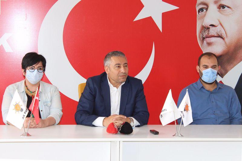 """Ak Parti'den CHPli meclis üyelerine """"Bu utançla yaşamayın istifa edin"""" çağrısı"""