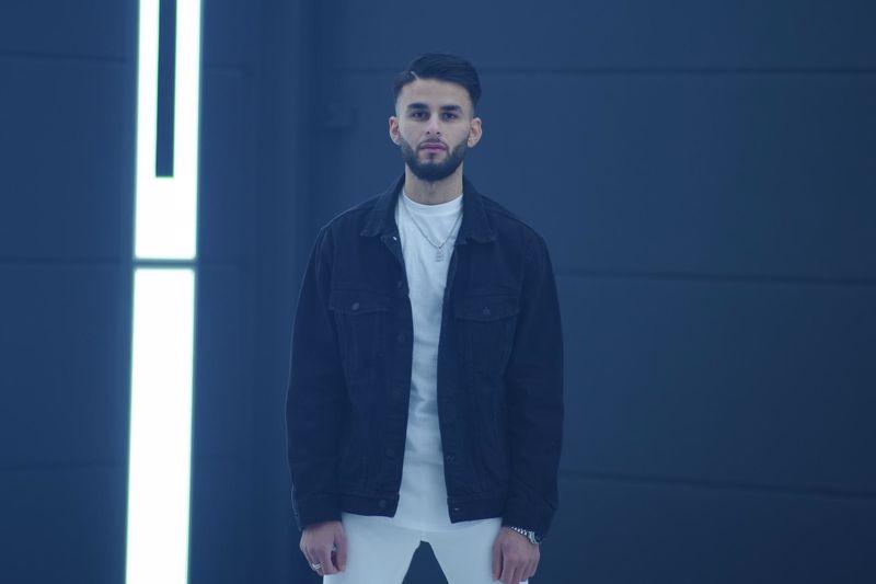 Burak Çakır 'yeni Şarkısı Yıldızlara Saydım' ile iddialı