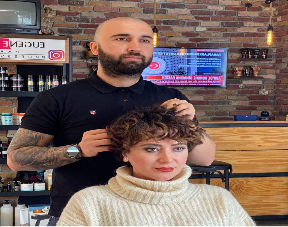 Saçlarını Arda Timur'a emanet etti… Tuğba Ünal'dan yeni imaj