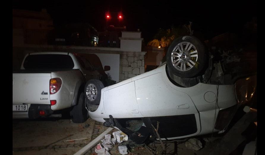 Çeşme'de hortum: Araçlar devrildi, yaralılar var -VİDEO HABER-