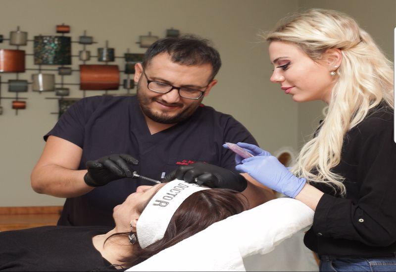 Sihirli Elleriyle Kadınların Vazgeçilmezi Dr. İlker Yörük'ten 5 dakika da Kalıcı Güzellik