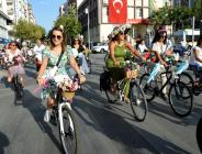 Manisa'da 'Süslü Kadınlar Bisiklet Turu' yapıldı